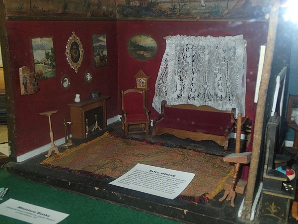 Organizations Room - old dollhouse.jpg